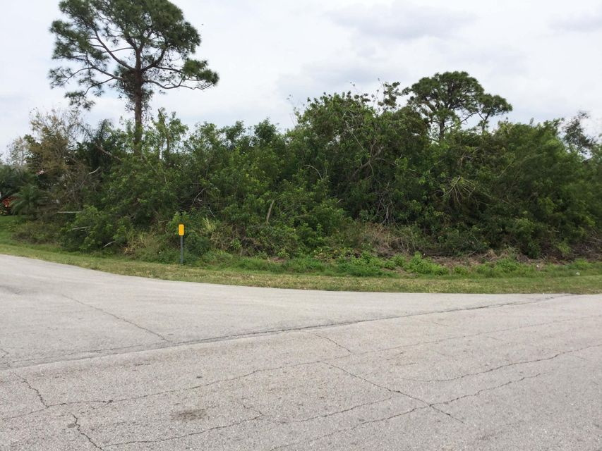 Additional photo for property listing at 2399 SE Belvedere Street  Port St. Lucie, Florida 34984 United States