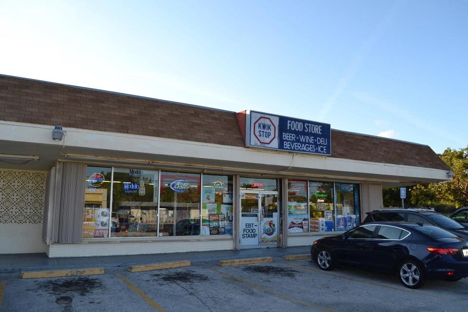 2200 Seacrest Boulevard, Delray Beach, FL 33444