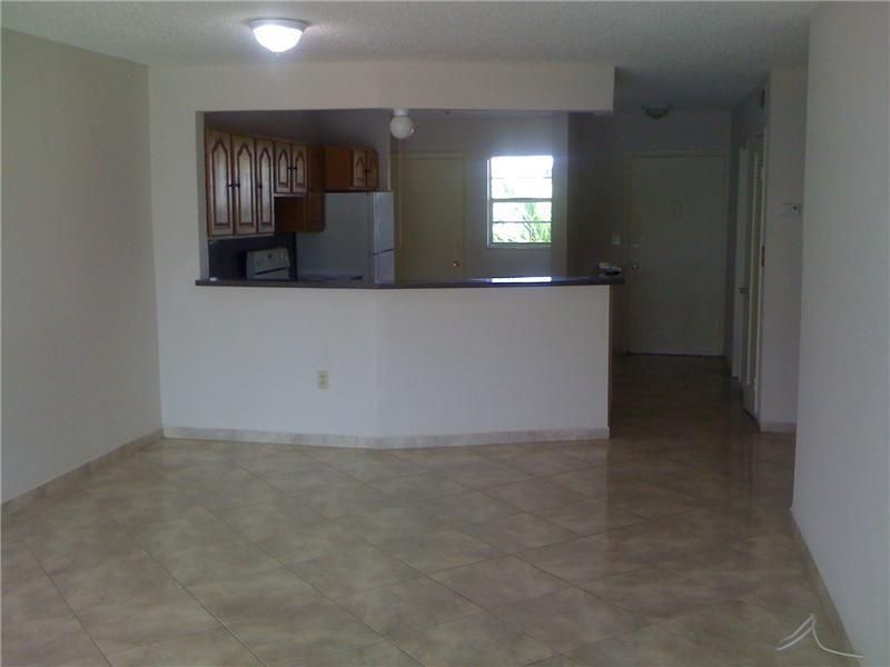 Co-op / Condominio por un Venta en 1680 NE 191 Street 1680 NE 191 Street North Miami Beach, Florida 33179 Estados Unidos