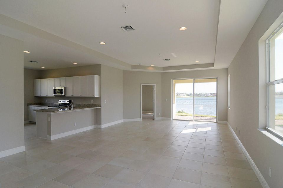 Additional photo for property listing at 851 NW Leonardo Circle 851 NW Leonardo Circle Port St. Lucie, Florida 34986 États-Unis