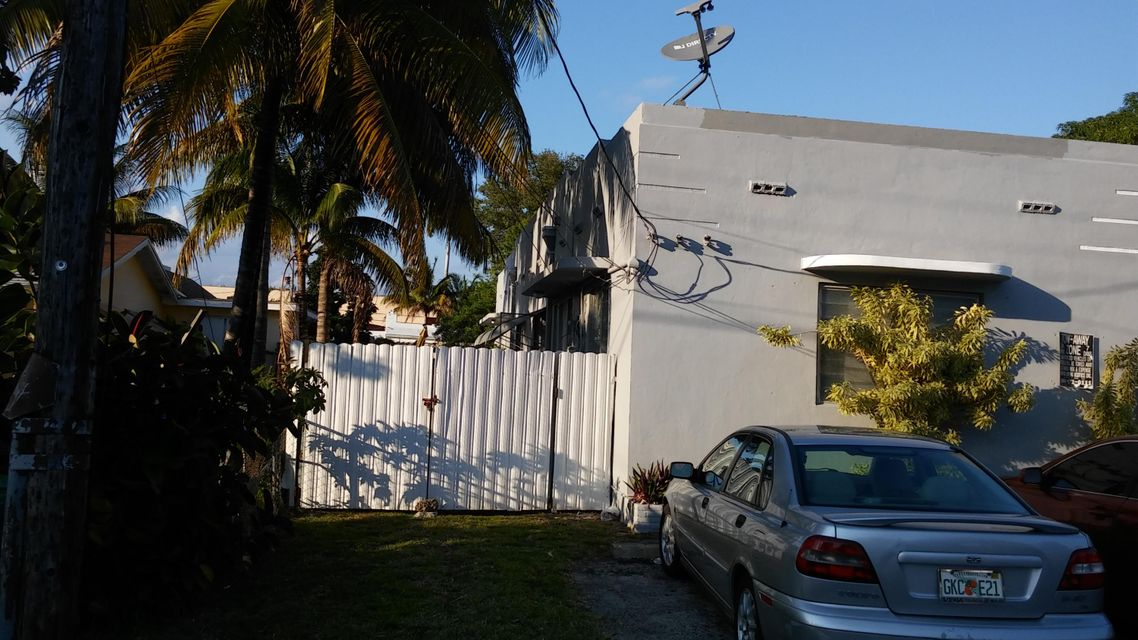 Additional photo for property listing at Address not available  Miami, Florida 33138 États-Unis