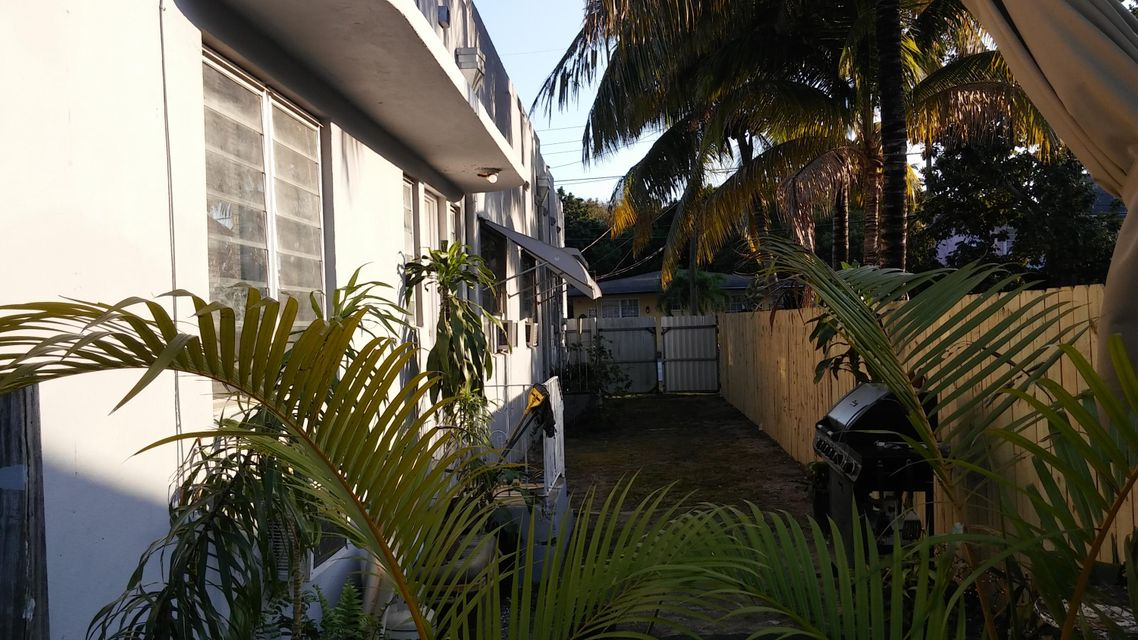 Additional photo for property listing at Address not available  Miami, Florida 33138 Estados Unidos