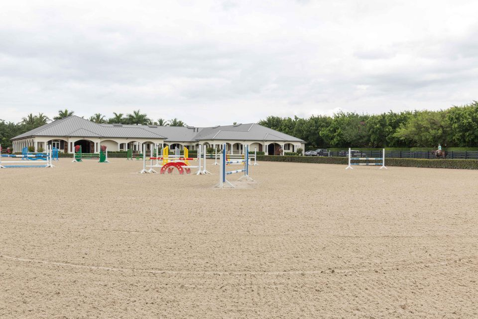 EQUESTRIAN CLUB WELLINGTON REAL ESTATE