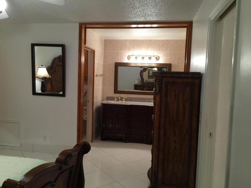 Additional photo for property listing at 1032 North Drive 1032 North Drive Delray Beach, Florida 33445 Estados Unidos
