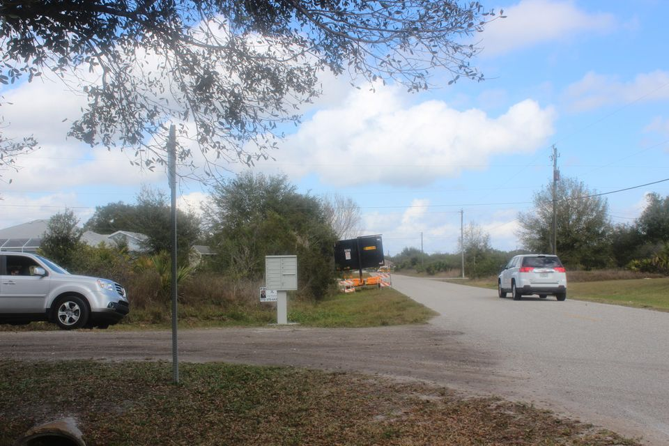 Additional photo for property listing at 2047 Broadpoint Drive  Port Charlotte, Florida 33983 United States