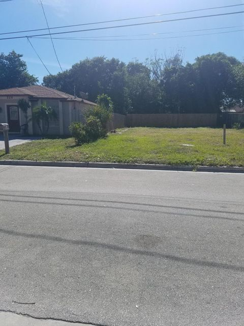 Additional photo for property listing at 324 NE 12th Avenue 324 NE 12th Avenue Boynton Beach, Florida 33435 United States