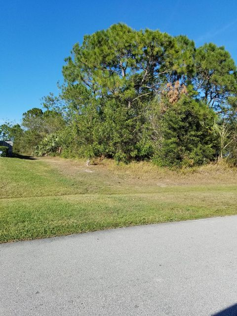 Additional photo for property listing at 5935 NW Wolverine Road 5935 NW Wolverine Road Port St. Lucie, Florida 34986 United States