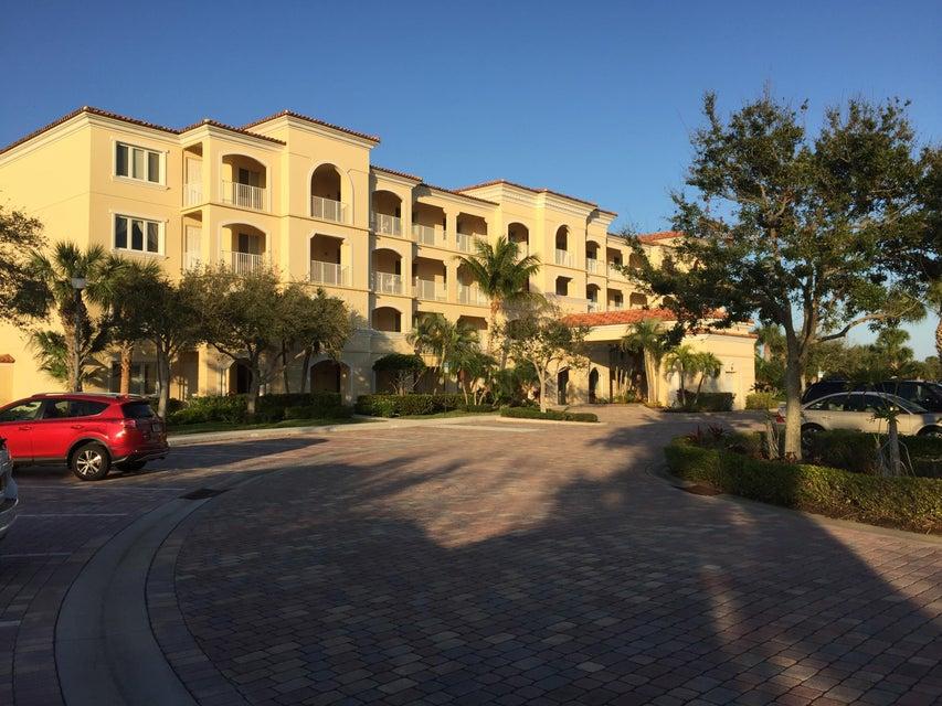 38 Harbour Isle Drive E 105, Fort Pierce, FL 34949