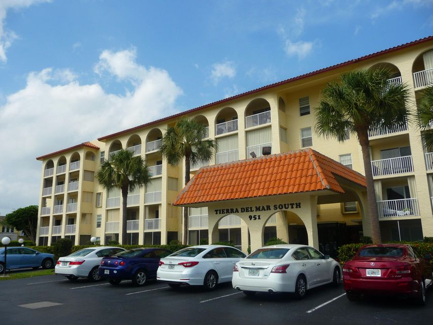 951 Desoto Road 228, Boca Raton, FL 33432