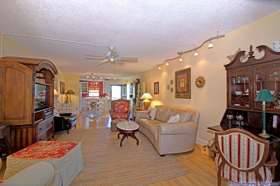 1560 NE 12th Terrace D12, Jensen Beach, FL 34957