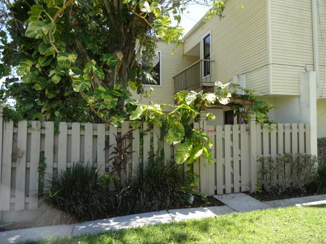 1628 Shaker Circle, Wellington, FL 33414