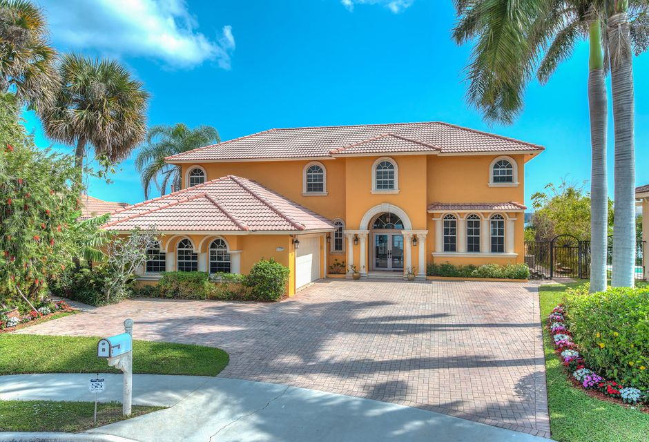 2 Lakeside Palms Court, Lake Worth, FL 33460