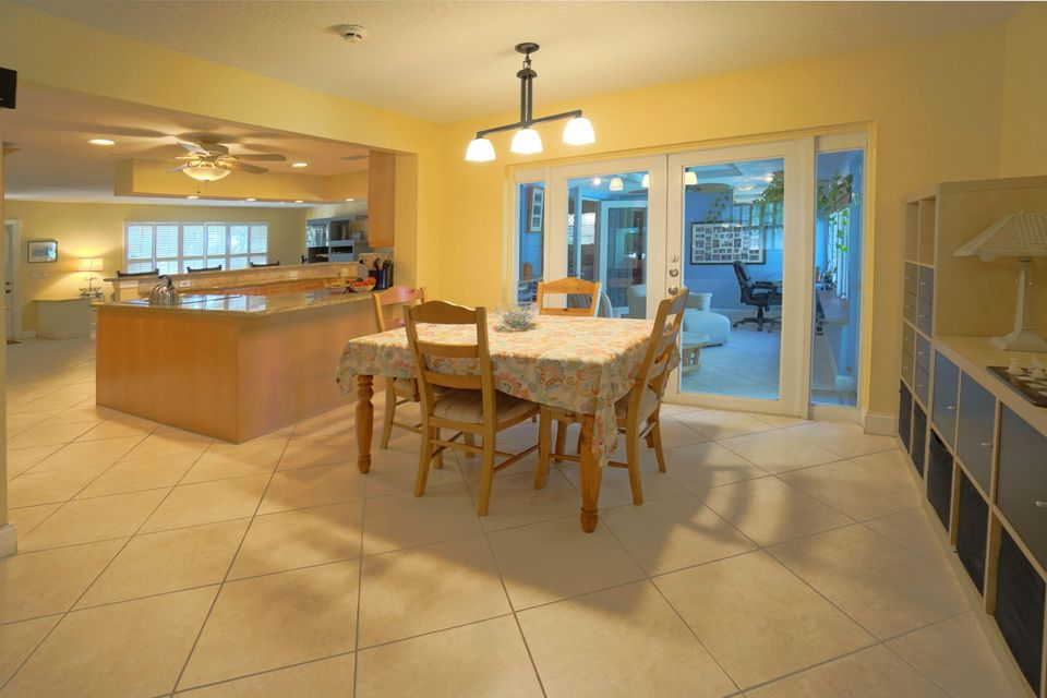 701 Sunshine Dr Family Room_Kitchen_Flor