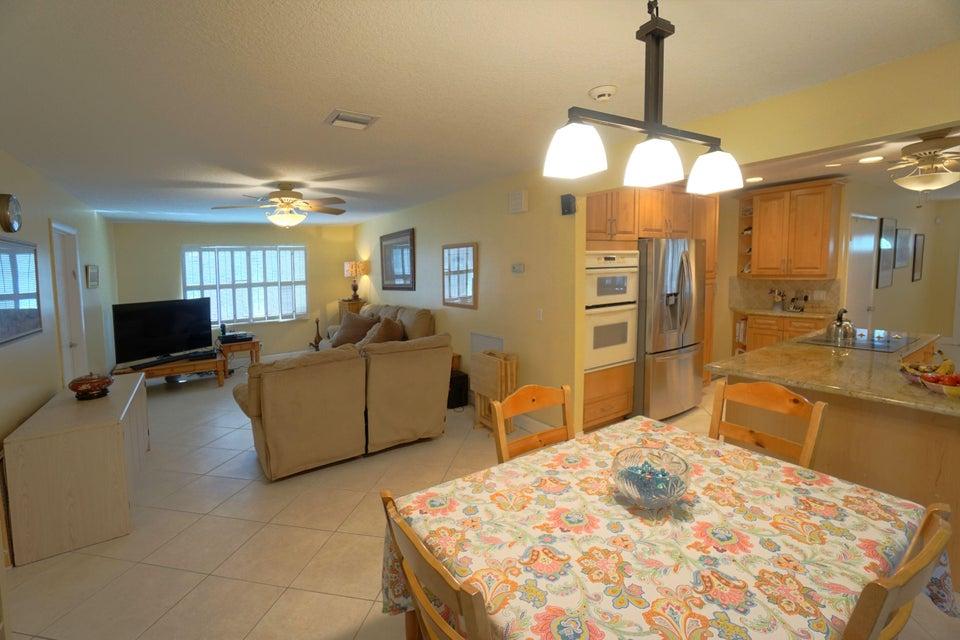 701 Sunshine Dr Family Room_Kitchen_web