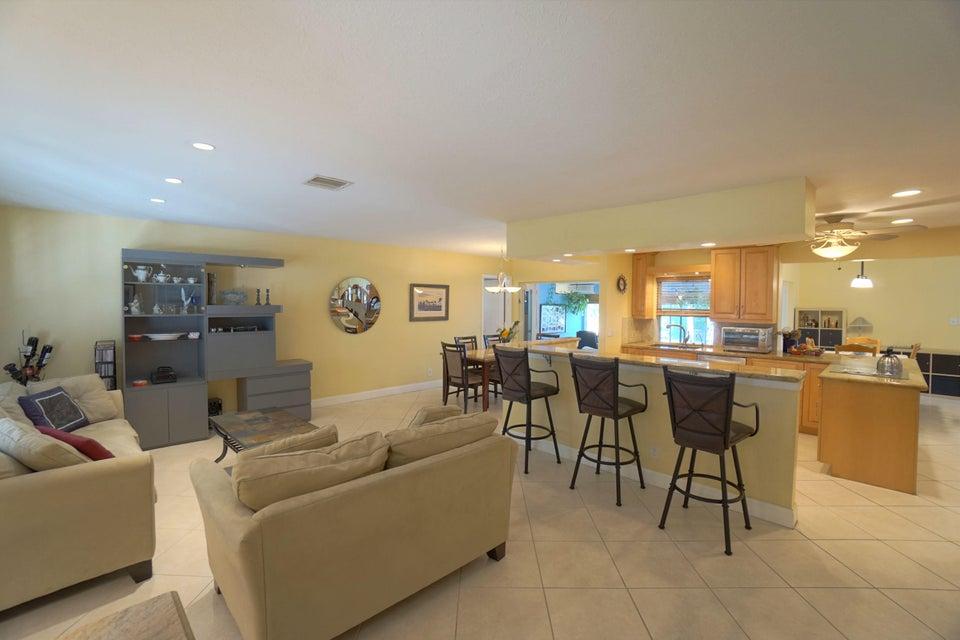 701 Sunshine Dr Living Room_Kitchen_web