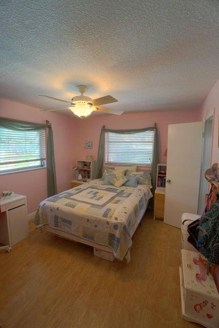 701 Sunshine Dr Bedroom 1_web