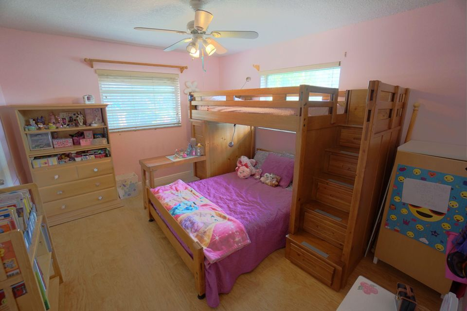 701 Sunshine Dr Bedroom 2_web