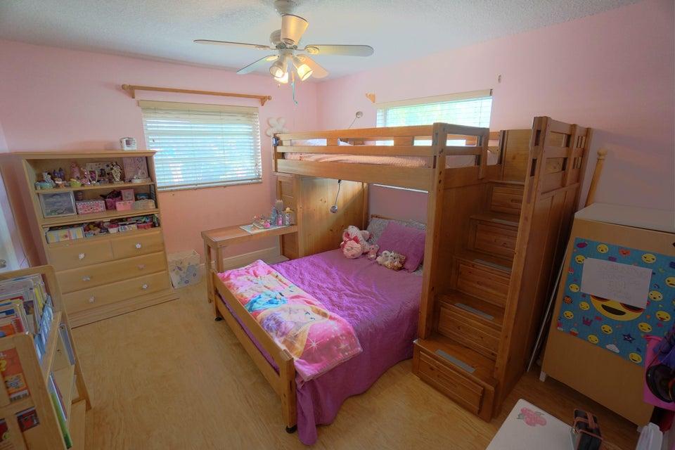 701 Sunshine Dr Bedroom 2_web