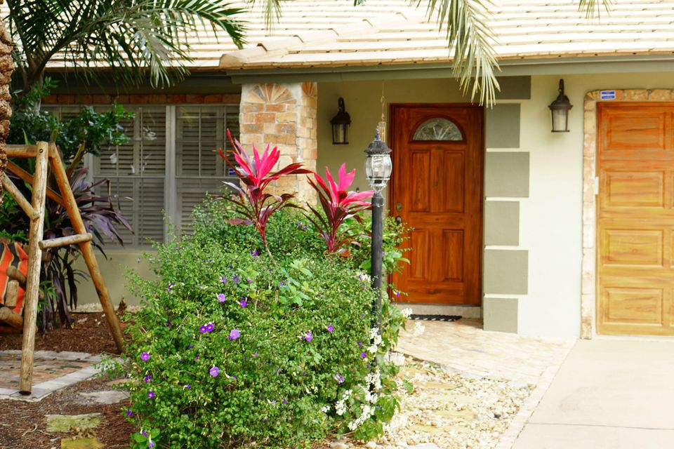 701 Sunshine Dr Front Door 3_web