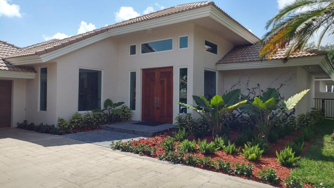2425 Chesapeake Circle, West Palm Beach, FL 33409