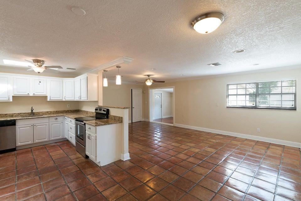 18948 SE Homewood Avenue, Tequesta, FL 33469