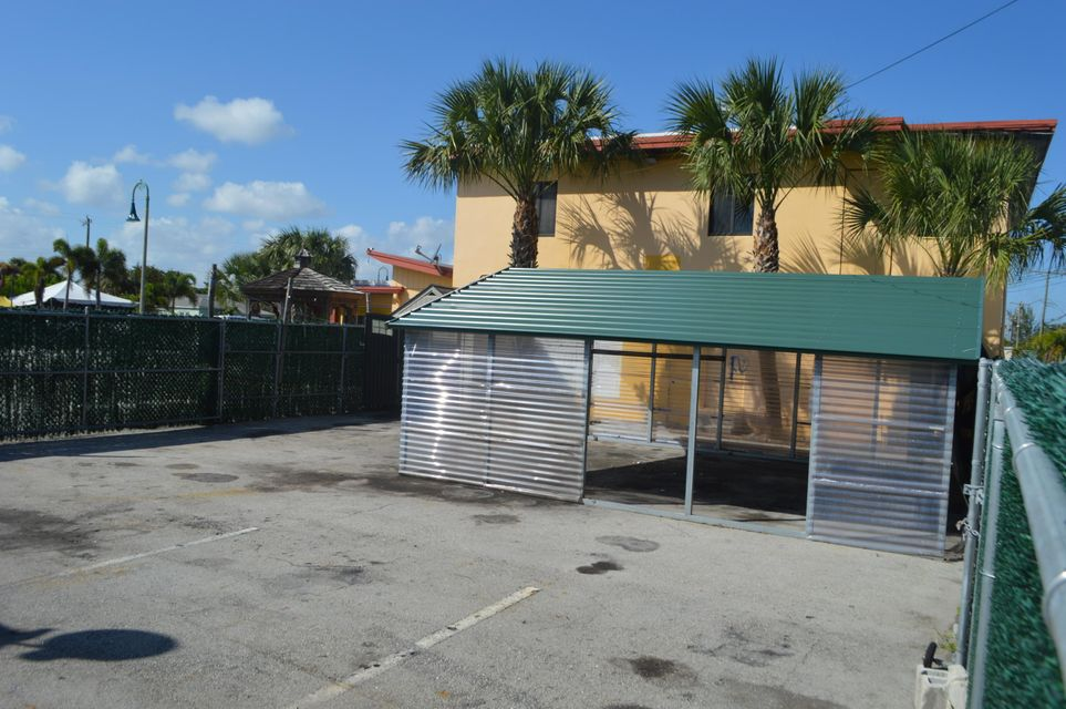 Additional photo for property listing at 1822 N Dixie Highway 1822 N Dixie Highway Lake Worth, 佛罗里达州 33460 美国