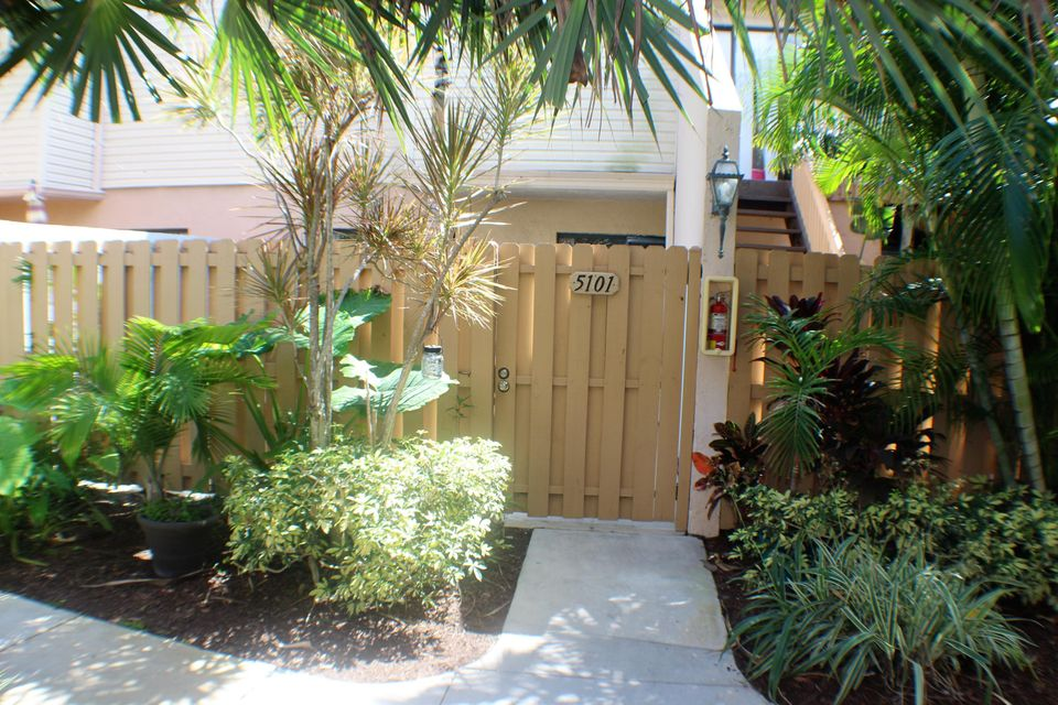 Home for sale in LAKE PLACE CONDO West Palm Beach Florida