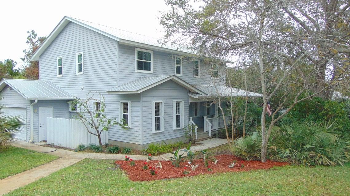 1953 NE Lake Place, Jensen Beach, FL 34957