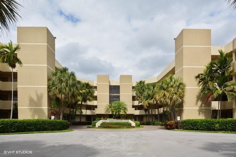 5750 Camino Del Sol 305, Boca Raton, FL 33433