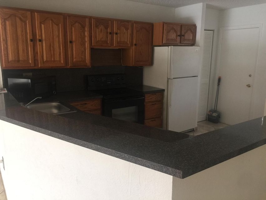 Additional photo for property listing at 1680 NE 191 Street 1680 NE 191 Street North Miami Beach, Florida 33179 États-Unis