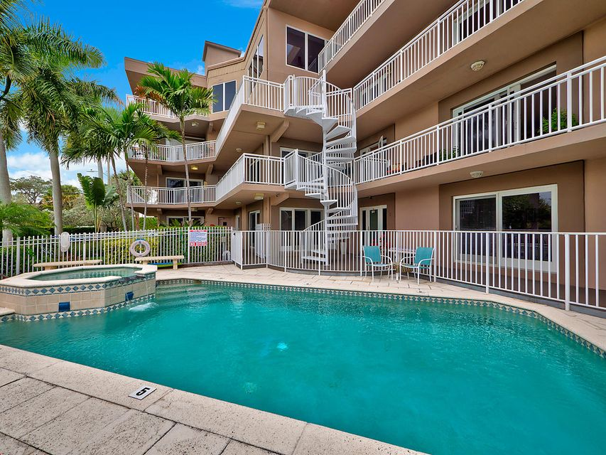 129 S Golfview Road 8, Lake Worth, FL 33460