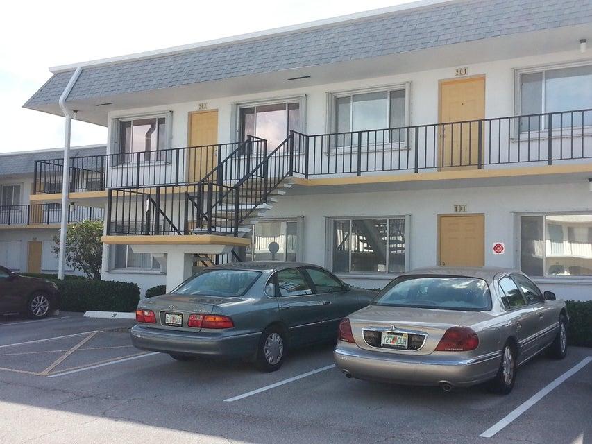 3120 Lake Osborne Drive 202, Lake Worth, FL 33461