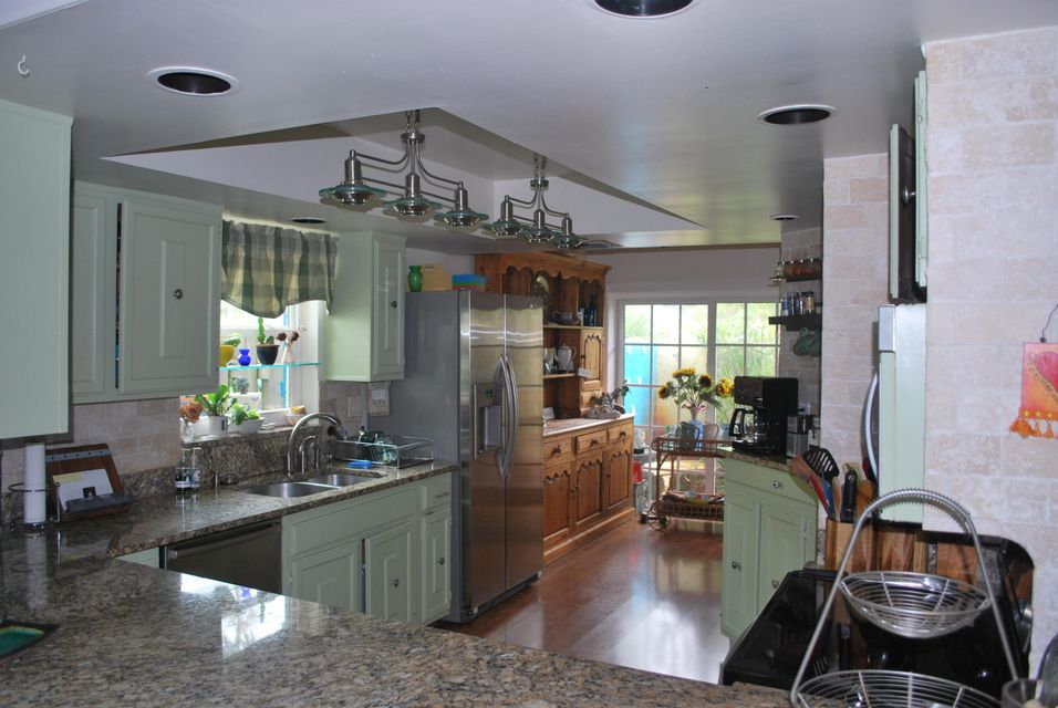 3128 Spanish Trail Delray Beach kitchen