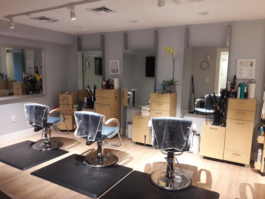 Club house salon