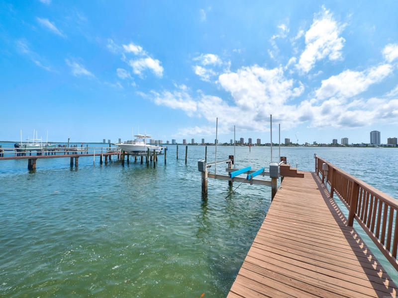 190 Shore Drive, West Palm Beach, FL 33404