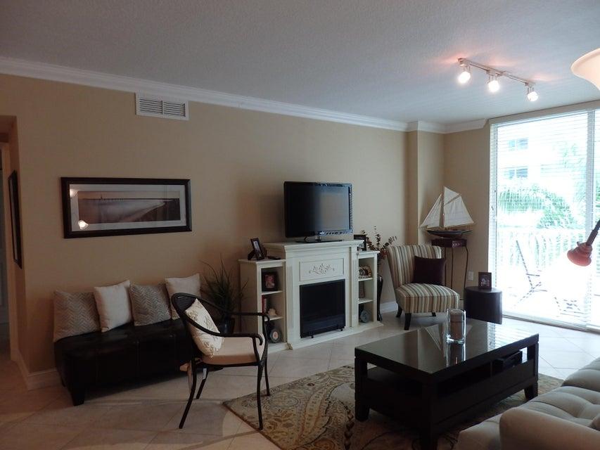 Additional photo for property listing at 700 E Boynton Beach Boulevard 700 E Boynton Beach Boulevard Boynton Beach, Florida 33435 Estados Unidos