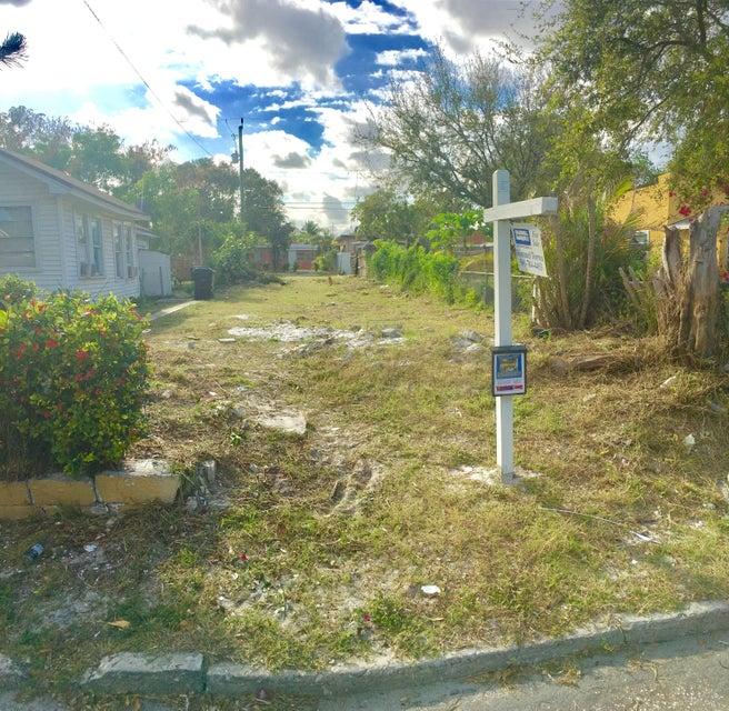 319 S D Street, Lake Worth, FL 33460