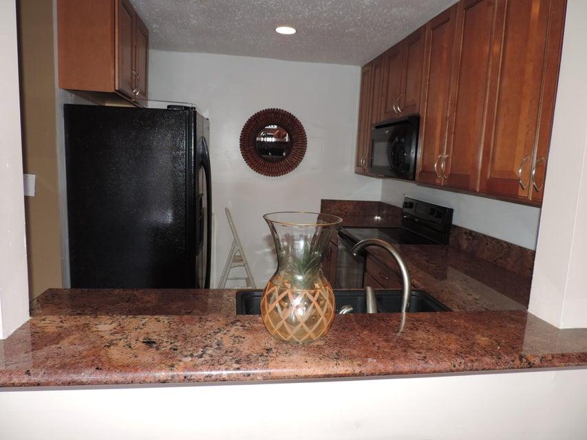 10039 Winding Lake Road 204, Sunrise, FL 33351