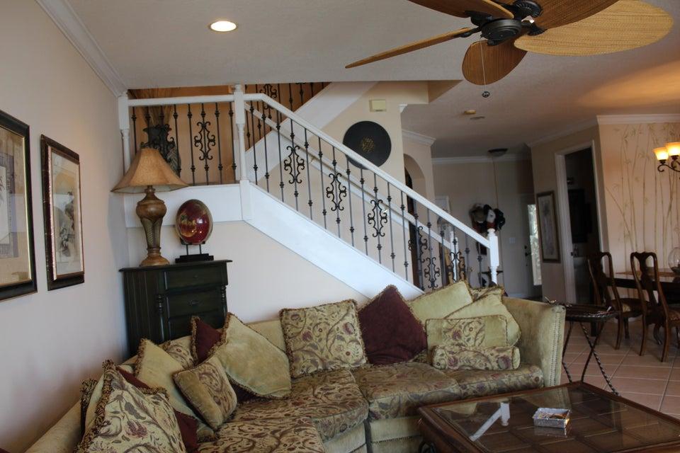 Additional photo for property listing at 133 Las Brisas Circle  Hypoluxo, Florida 33462 United States