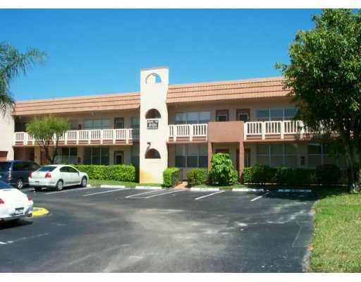 9121 Sunrise Lakes Boulevard 220, Sunrise, FL 33322