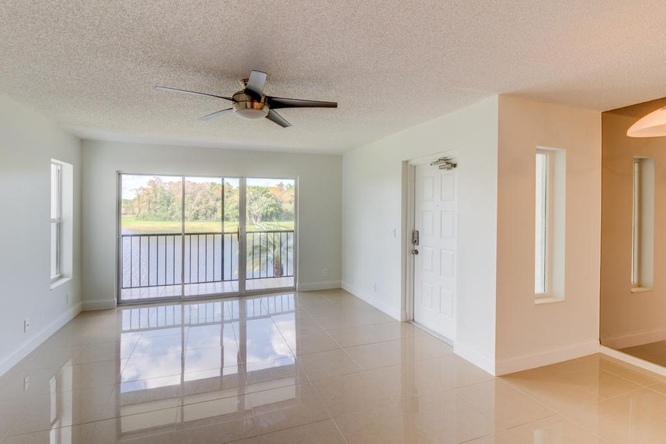1002 Green Pine Boulevard B2 West Palm Beach, FL 33409 photo 3