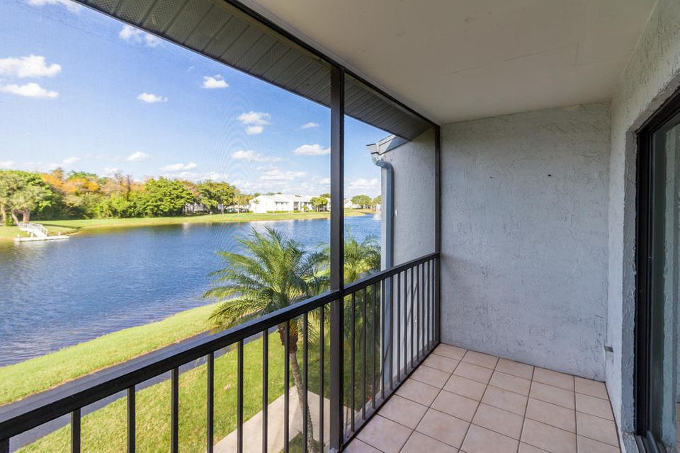 1002 Green Pine Boulevard B2 West Palm Beach, FL 33409 photo 14