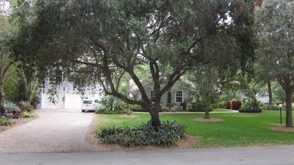 8922 Estate Drive, West Palm Beach, FL 33411