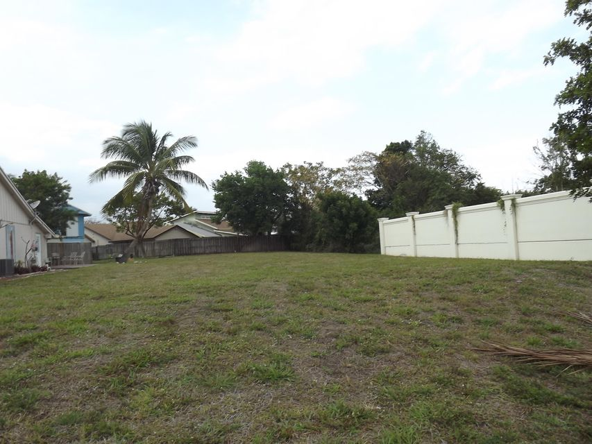 Benjamin Avenue, Delray Beach, FL 33444