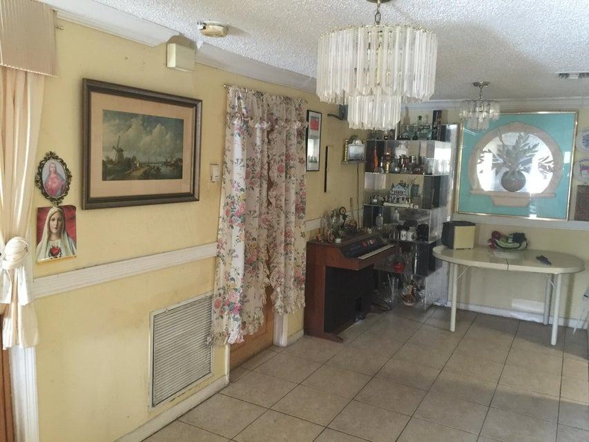 170 NE 15th Terrace, Boca Raton, FL 33432