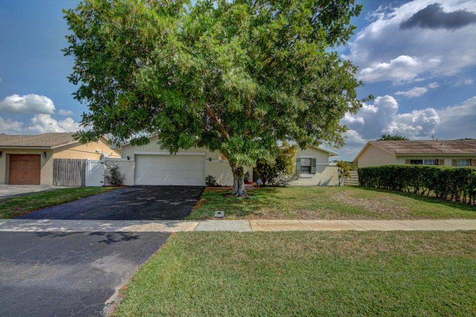 9080 Saddlecreek Drive, Boca Raton, FL 33496