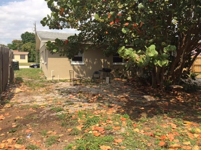 Additional photo for property listing at 812 SW 3rd Court  Delray Beach, Florida 33444 United States