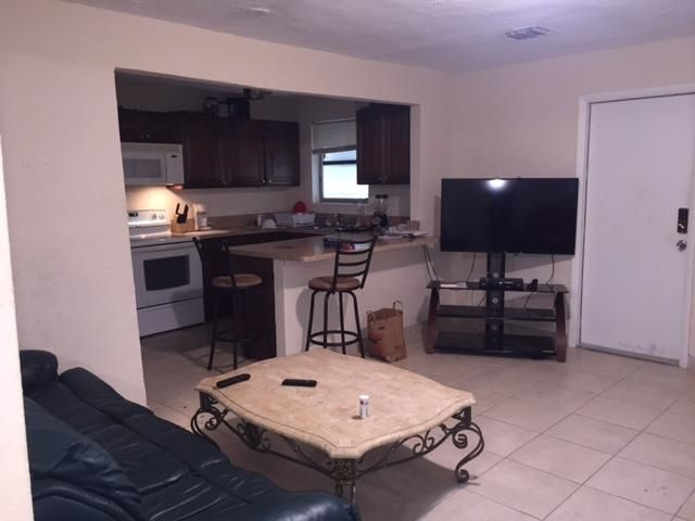 Additional photo for property listing at 230 SW 11th Avenue 230 SW 11th Avenue Delray Beach, Florida 33444 United States