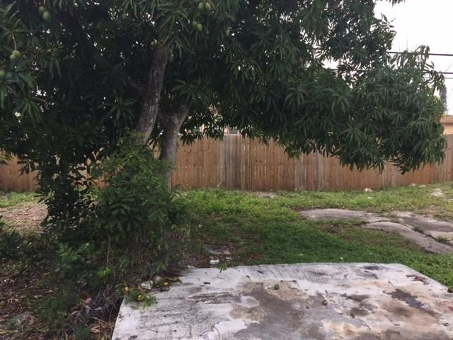 Additional photo for property listing at 230 SW 11th Avenue 230 SW 11th Avenue Delray Beach, Florida 33444 États-Unis