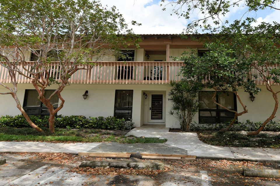 214 Brackenwood Terrace , Palm Beach Gardens FL 33418 is listed for sale as MLS Listing RX-10316935 15 photos